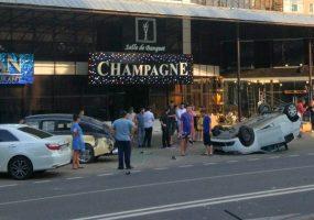 В Краснодаре в ДТП попали две иномарки и ретро-автомобиль «Победа»