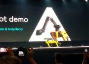 Робот Boston Dynamics споткнулся и упал на конференции в США