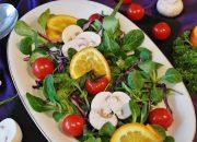 Диетологи дали советы по правильному питанию в жару