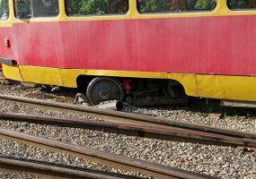 В Краснодаре в районе Западного депо трамвай сошел с рельсов