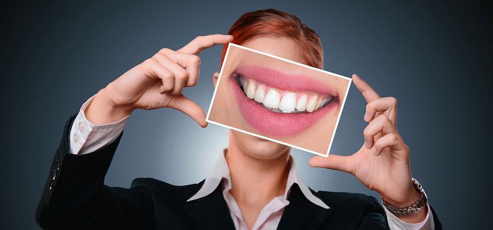 Из золы и палок: чем чистили зубы наши предки?