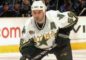 Тренера ХК «Сочи» Сергея Зубова включили в Зал хоккейной славы в Торонто