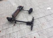 В Сочи иномарка сбила парня и девушку на электросамокате