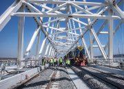 На Крымском мосту уложили все рельсы