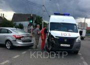 В Краснодаре иномарка не уступила дорогу машине скорой помощи