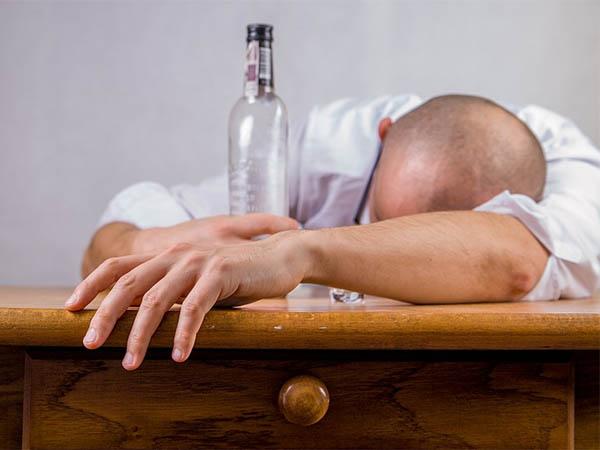 Вред пассивного алкоголизма: каждый пятый страдает от поступков пьяных людей