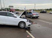 В Краснодаре водитель такси не уступил дорогу иномарке и устроил ДТП