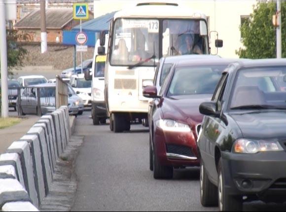 По Яблоновскому мосту с 12 июля могут двигаться только легковые машины