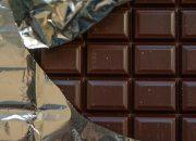 Диетологи рассказали, как есть сало и шоколад на ночь и не толстеть