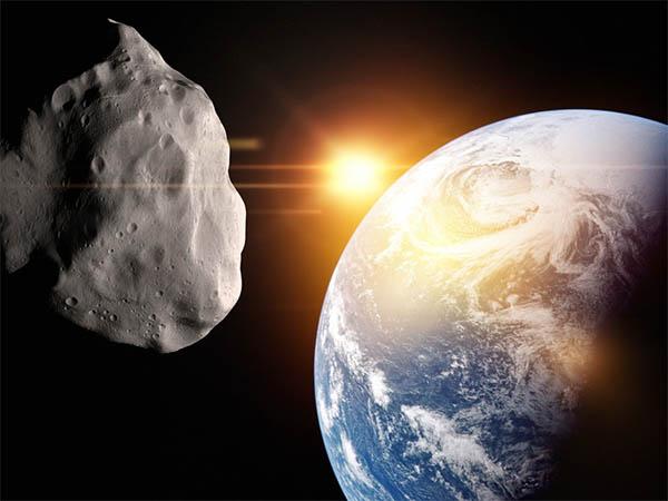 Гости из космоса: к Земле летят четыре астероида