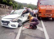 В Сочи водителя «Яндекс.Такси» зажало в машине после ДТП с КамАЗом