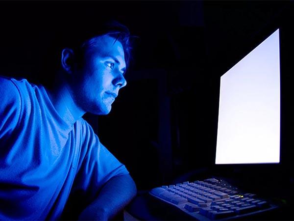 Синий экран — зло? Ученые выяснили: гаджеты мешают сбросить вес