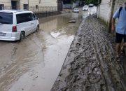 В Сочи из-за ливней сошли сели и подтопило улицы