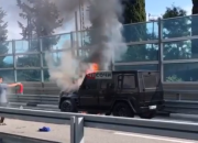 В Сочи на трассе загорелся внедорожник Mercedes Gelandewagen