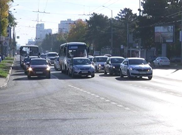 В Краснодаре дорожники подготовили улицы к появлению выделенных полос