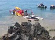 В Туапсе со дна Черного моря подняли перевернувшийся катамаран