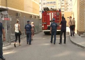 В Краснодаре жители возвели вокруг дома забор с нарушениями техники безопасности