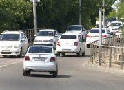 На Яблоновском мосту рабочие завершают монтаж габаритных ворот