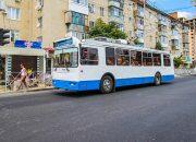 В Краснодаре начали демонтаж контактной троллейбусной сети на улице Красной