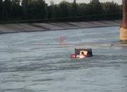 Рыбаки сняли видео: в Краснодарском водохранилище тонет автомобиль