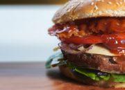 Диетолог разрешила съедать один гамбургер в неделю, но есть одно «но»