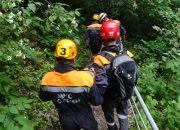 В Сочи спасатели достали из оврага девушку, которая упала туда во время прогулки