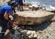 В Анапе спасатели убрали со склонов большие камни