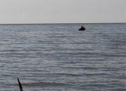 В Анапе сторожевой корабль догнал три лодки с нарушителями границы