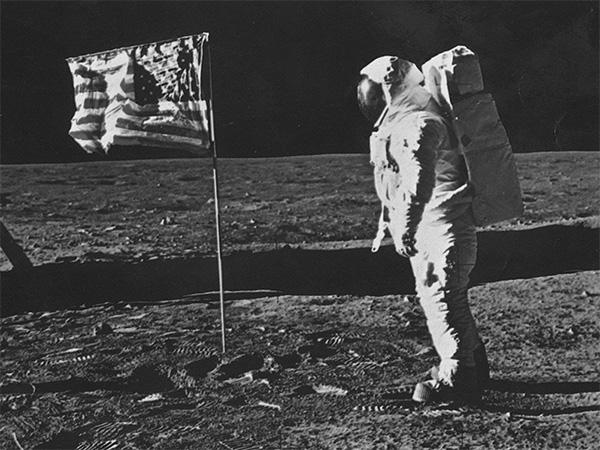 Были ли американцы на Луне? На теории «лунного заговора» зарабатывают деньги