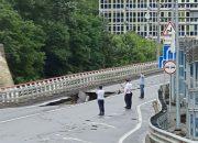 В Сочи обрушилась часть полосы федеральной дороги в районе моста