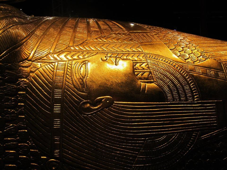 Древнейшая песня о любви: археологи нашли в саркофаге жреца ее текст