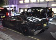 Модель поразила Лондон инкрустированным кристаллами Lamborghini