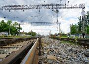 В Краснодаре поезд сбил сидевшего на рельсах мужчину