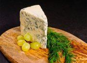 Диетолог: сыр с плесенью опасен для здоровья