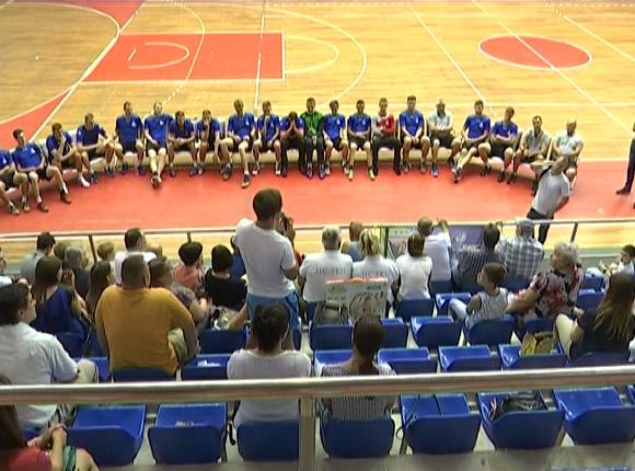 Игроки ГК СКИФ провели матч с фанатами