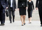 Летящей походкой: какие болезни можно распознать по манере ходьбы