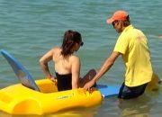 На пляжах Геленджика появились плавучие коляски для купания в море инвалидов