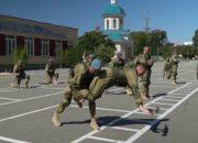 В Новороссийске 300 десантников соревновались в военно-прикладном плавании