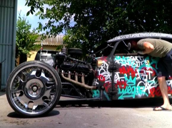 В Анапе мужчина создал ретро-автомобиль из частей других машин
