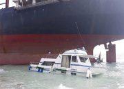 В Геленджике около сухогруза Rio на мель сел катер
