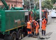 В Краснодаре на улице Московской прочистили ливневый коллектор