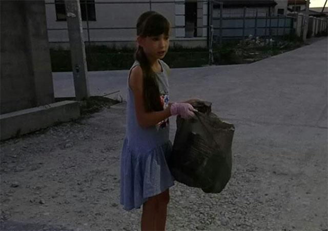 Девочка-экоблогер регулярно выходит на уборку улиц Новороссийска