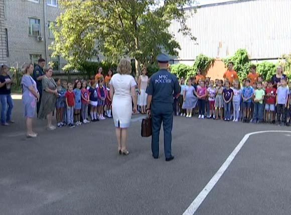 В Краснодаре прошла учебная эвакуация первоклассников из школы