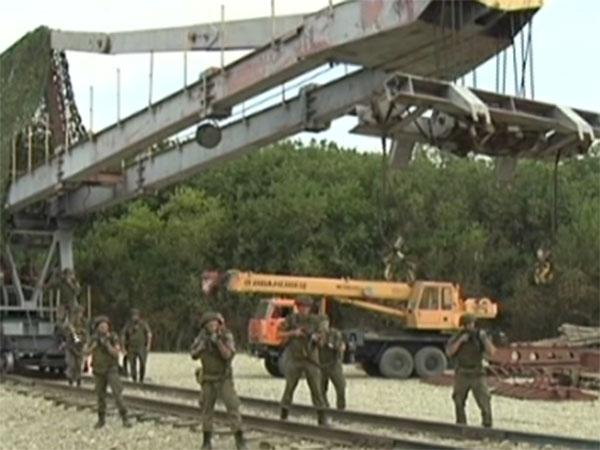Железнодорожный батальон ЮВО восстановил переправу через реку Лабу