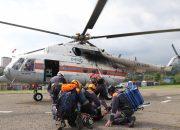 На Кубани спасатели вертолетом эвакуировали упавшего в обрыв туриста