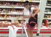 В Сочи беременная женщина украла колбасу и попала на камеру видеонаблюдения