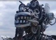 В Анапе возле придорожной ярмарки установили скульптуру робота