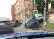 В Краснодаре после ДТП перевернулась иномарка