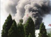 В Краснодаре на складе с колбасами загорелся грузовой холодильник