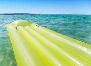 В Анапе запретили купаться в море на надувных матрасах